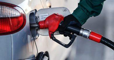 Шатахуун импортлогчид АИ92 автобензиний үнийг 6-р сар хүртэл барих боломжгүй гэв.
