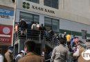 Иргэд засгийн газрын дэмжлэг 300 мянган төгрөгөө авахаар банкин дээр ачаалал үүсгэж байна.